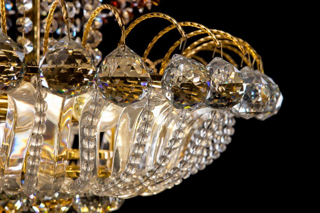 Хрустальные люстры – чистая красота Вашей гостинной